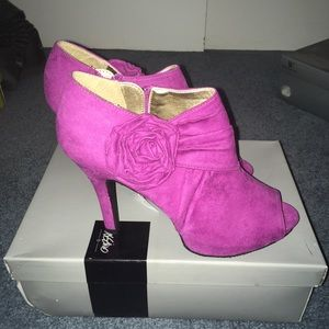 Peep Toe Heels with Flower Detail Size 8.5 NWT